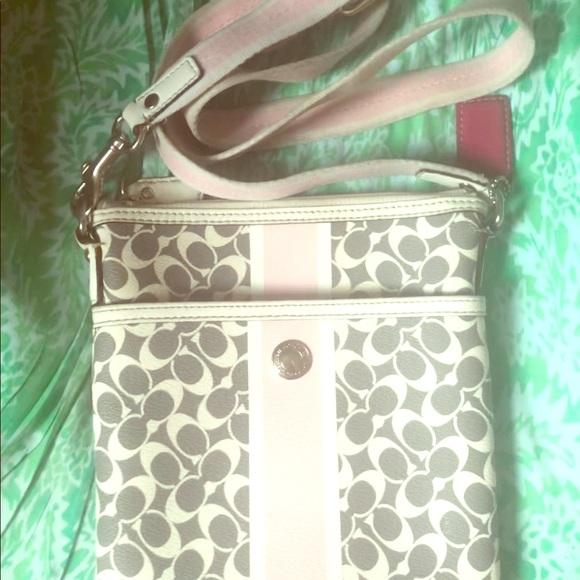 Coach Handbags - Coach crossbody purse!